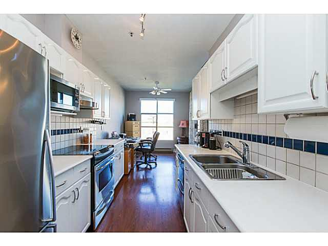 """Photo 10: Photos: 402 2 RENAISSANCE Square in New Westminster: Quay Condo for sale in """"THE LIDO"""" : MLS®# V1121816"""