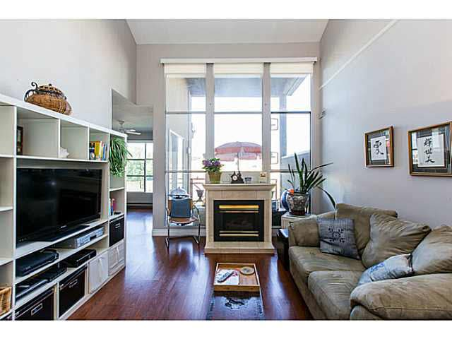 """Photo 1: Photos: 402 2 RENAISSANCE Square in New Westminster: Quay Condo for sale in """"THE LIDO"""" : MLS®# V1121816"""