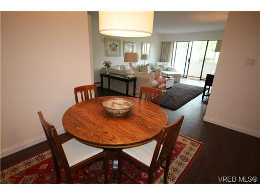 Main Photo: 205 1050 Park Blvd in VICTORIA: Vi Fairfield West Condo for sale (Victoria)  : MLS®# 702718