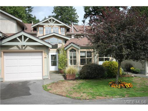 Main Photo: 17 500 Marsett Pl in VICTORIA: SW Royal Oak Row/Townhouse for sale (Saanich West)  : MLS®# 711729