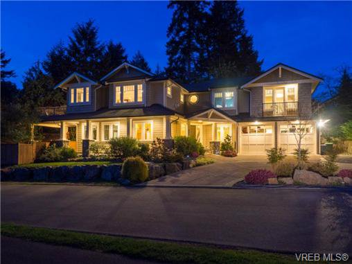 Main Photo: 898 Lakeside Pl in VICTORIA: La Florence Lake House for sale (Langford)  : MLS®# 727364