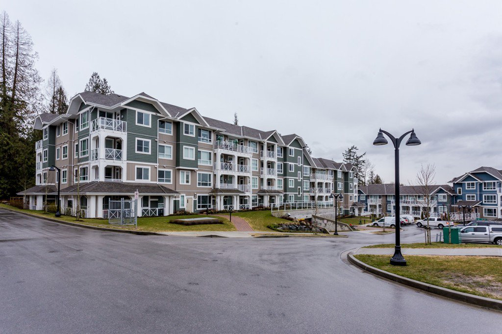 "Main Photo: # 414 -16388 64 Avenue in Surrey: Cloverdale BC Condo for sale in ""THE RIDGE AT BOSE FARMS"" (Cloverdale)  : MLS®# R2143424"