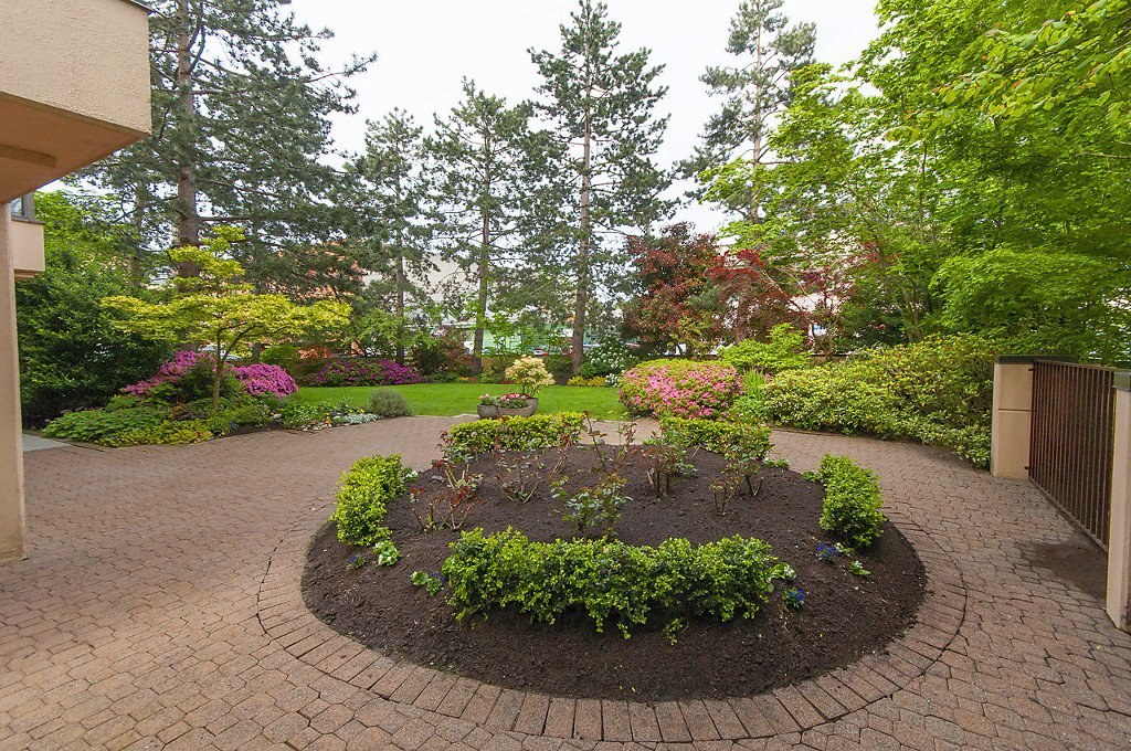 """Photo 17: Photos: 1302 2115 W 40TH Avenue in Vancouver: Kerrisdale Condo for sale in """"THE REGENCY"""" (Vancouver West)  : MLS®# R2168325"""
