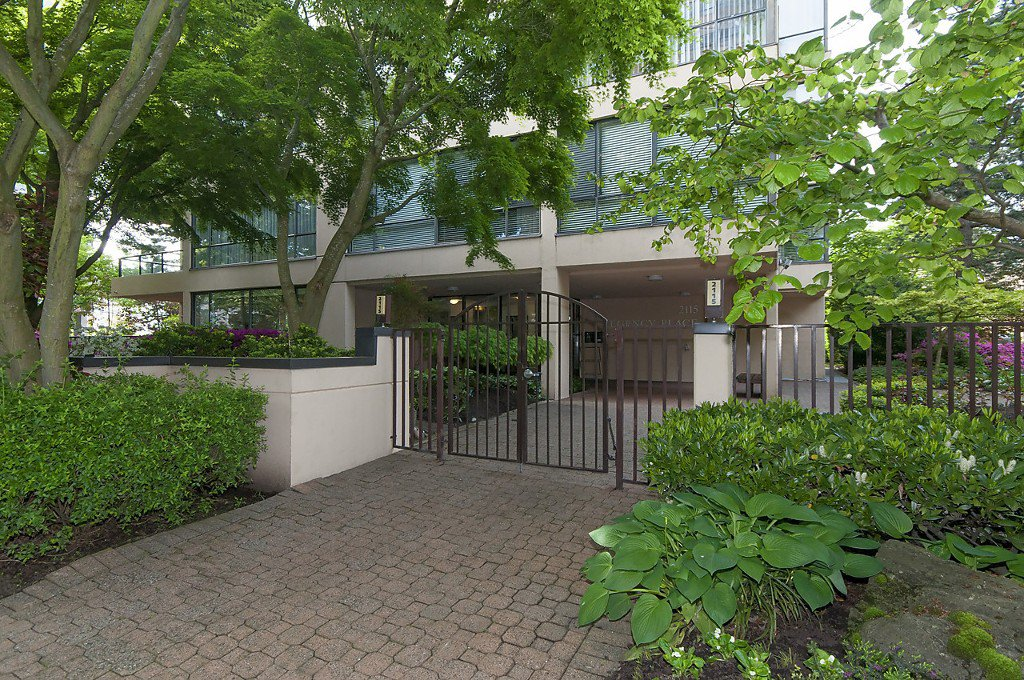 "Photo 2: Photos: 1302 2115 W 40TH Avenue in Vancouver: Kerrisdale Condo for sale in ""THE REGENCY"" (Vancouver West)  : MLS®# R2168325"