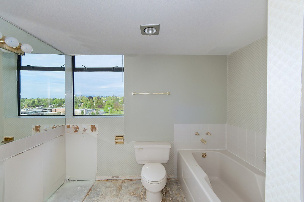 """Photo 13: Photos: 1302 2115 W 40TH Avenue in Vancouver: Kerrisdale Condo for sale in """"THE REGENCY"""" (Vancouver West)  : MLS®# R2168325"""