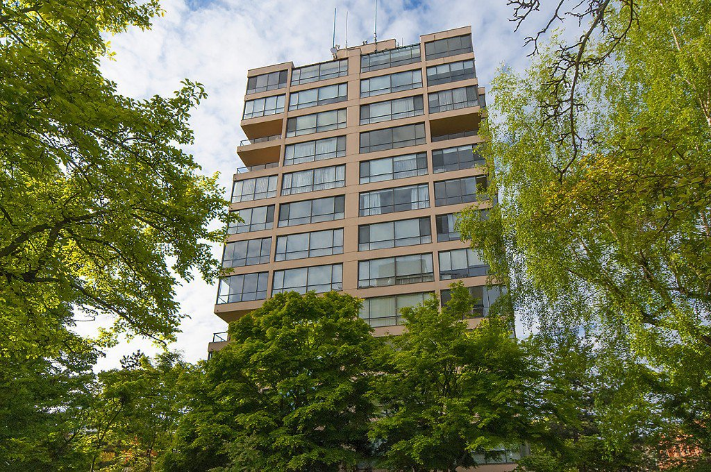 "Main Photo: 1302 2115 W 40TH Avenue in Vancouver: Kerrisdale Condo for sale in ""THE REGENCY"" (Vancouver West)  : MLS®# R2168325"
