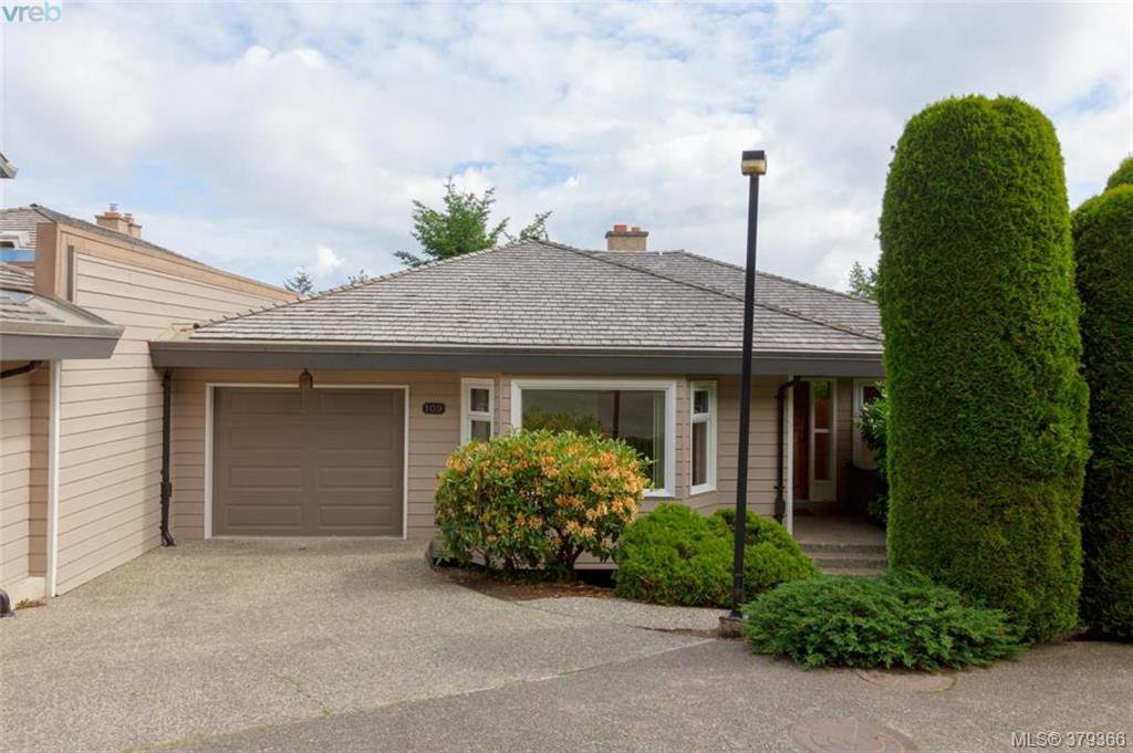 Main Photo: 109 2829 Arbutus Rd in VICTORIA: SE Ten Mile Point Row/Townhouse for sale (Saanich East)  : MLS®# 761973