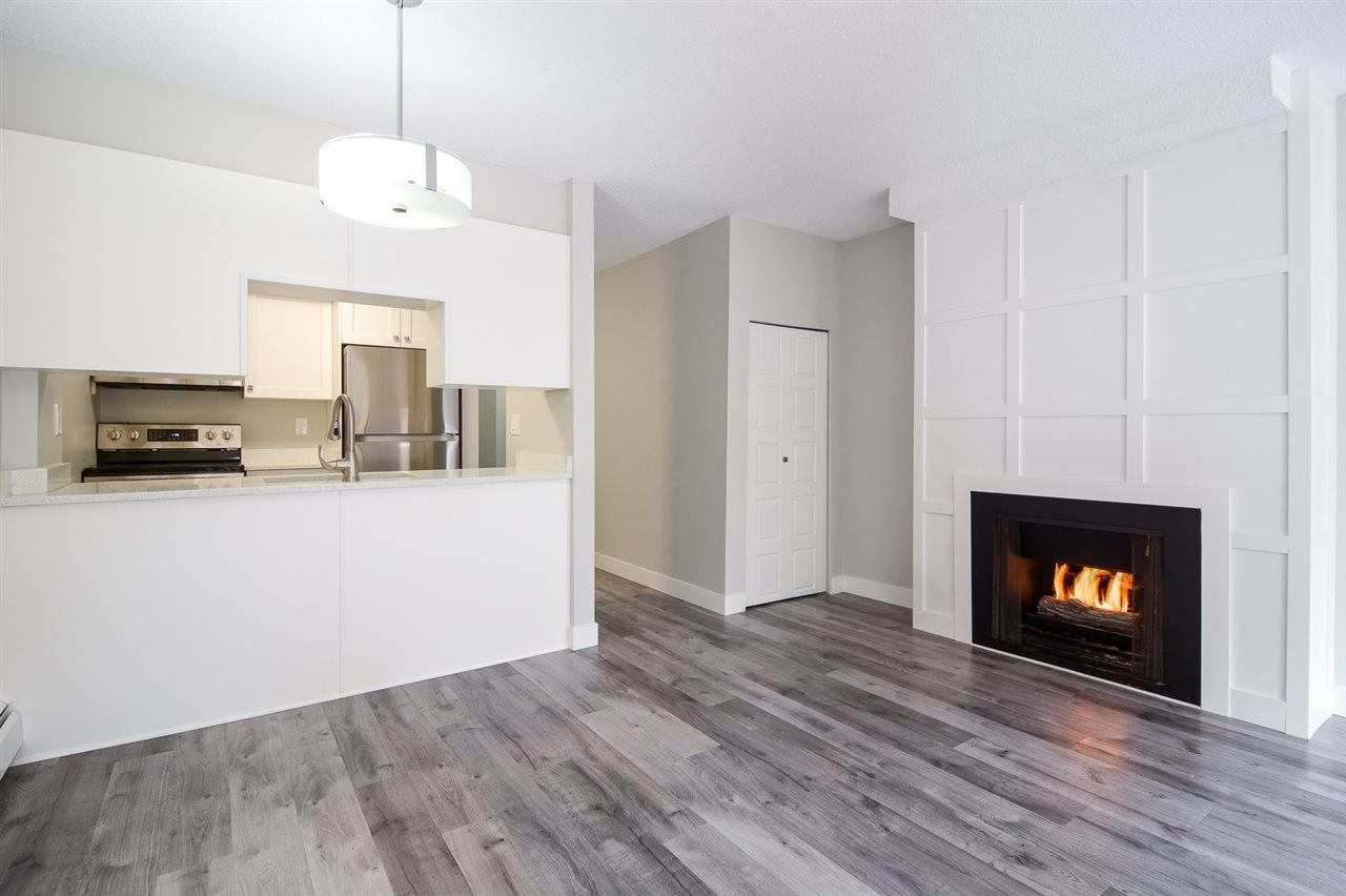 """Main Photo: 106 17720 60 Avenue in Surrey: Cloverdale BC Townhouse for sale in """"Clover Park Gardens"""" (Cloverdale)  : MLS®# R2212954"""