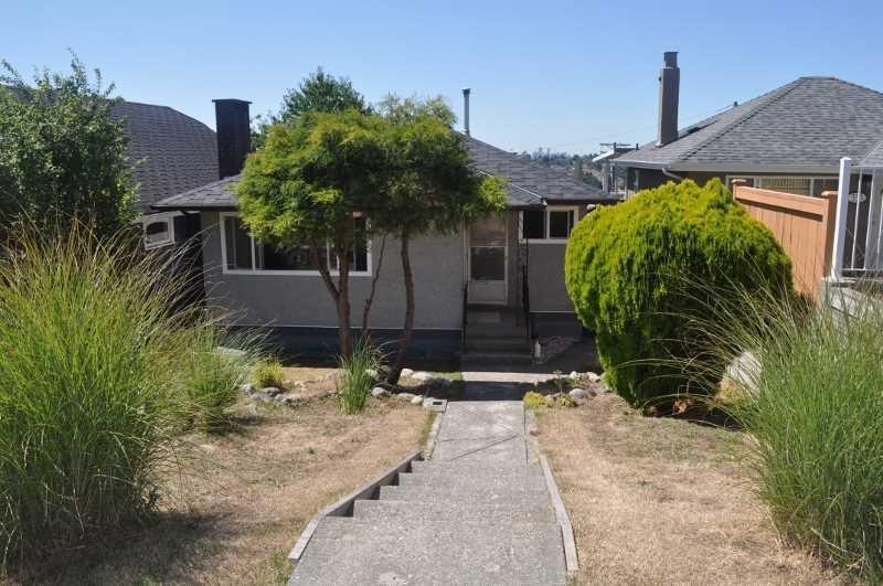 Main Photo: 343 DELTA AVENUE in Capitol Hill BN: Home for sale : MLS®# V1136384