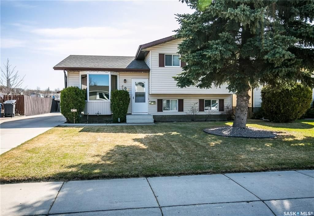 Main Photo: 506 Hall Crescent in Saskatoon: Westview Heights Residential for sale : MLS®# SK730669
