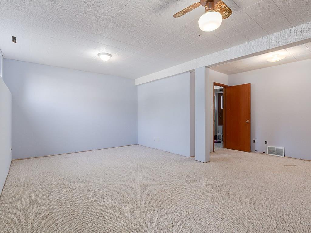 Photo 19: Photos: 4931 CARNEY Road NW in Calgary: Charleswood Detached for sale : MLS®# C4213819