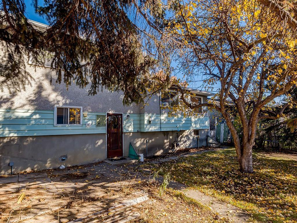Photo 23: Photos: 4931 CARNEY Road NW in Calgary: Charleswood Detached for sale : MLS®# C4213819