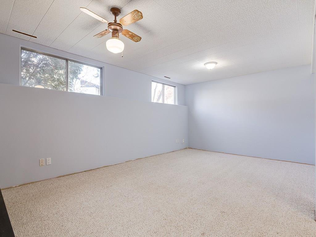 Photo 18: Photos: 4931 CARNEY Road NW in Calgary: Charleswood Detached for sale : MLS®# C4213819