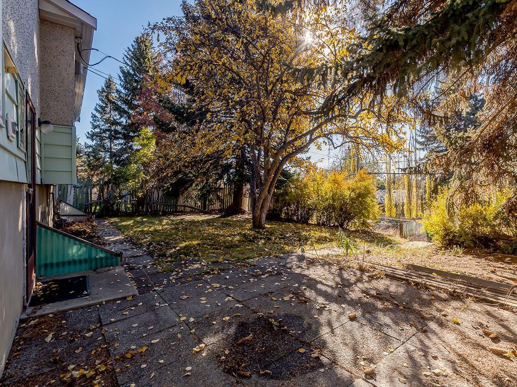 Photo 24: Photos: 4931 CARNEY Road NW in Calgary: Charleswood Detached for sale : MLS®# C4213819