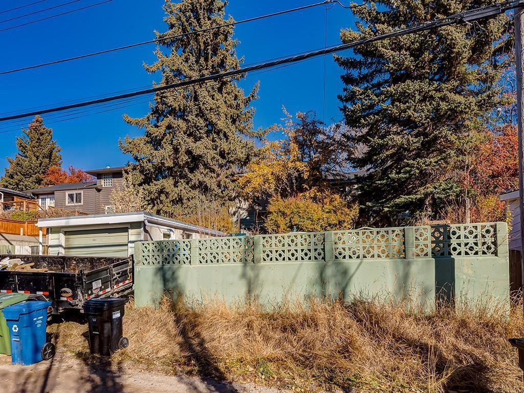 Photo 25: Photos: 4931 CARNEY Road NW in Calgary: Charleswood Detached for sale : MLS®# C4213819