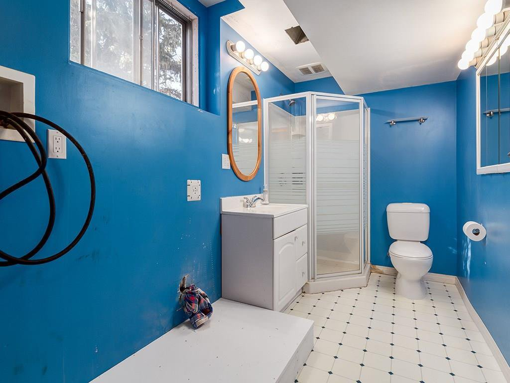 Photo 21: Photos: 4931 CARNEY Road NW in Calgary: Charleswood Detached for sale : MLS®# C4213819