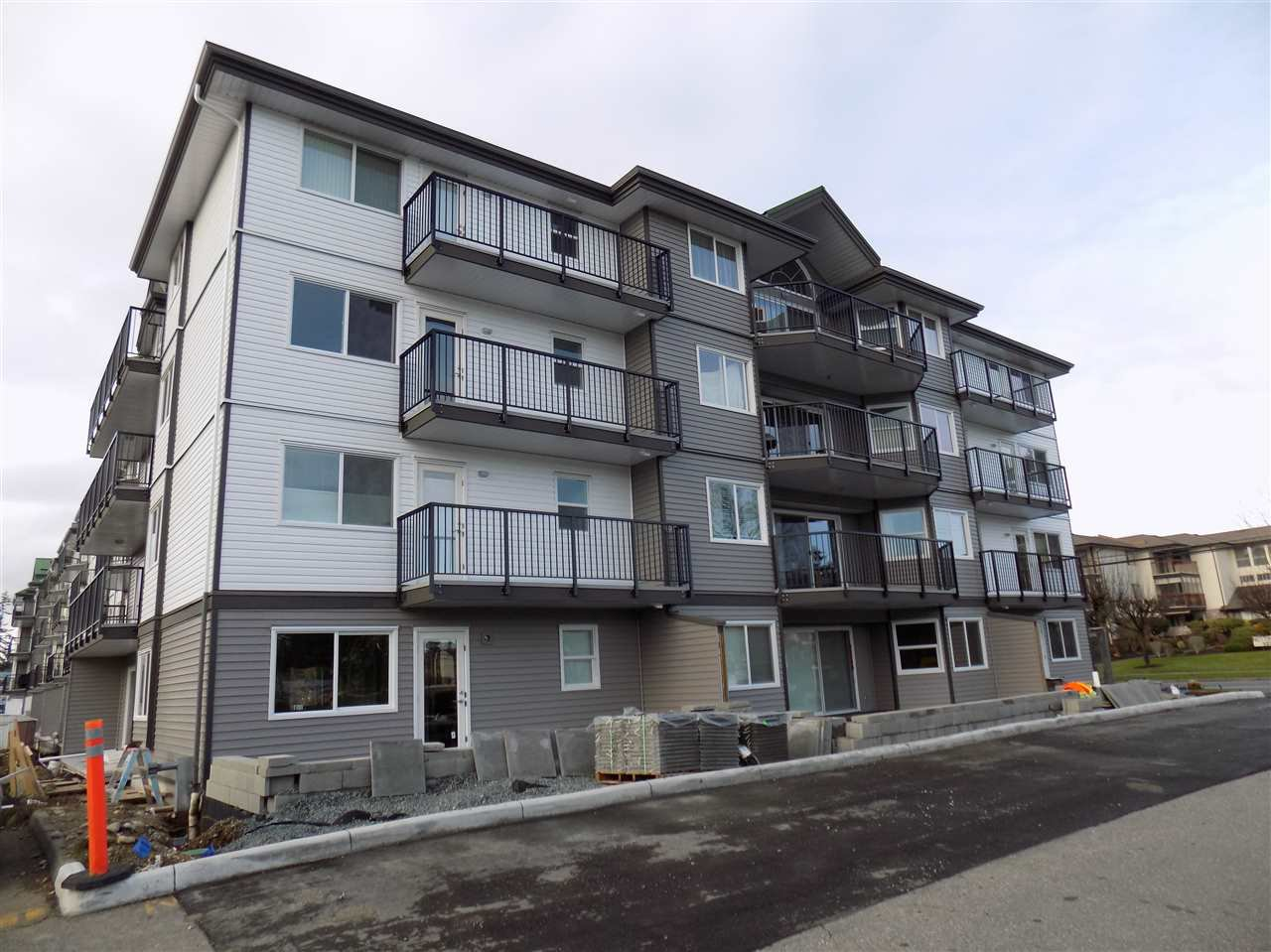 Photo 2: Photos: 311 32044 OLD YALE Road in Abbotsford: Abbotsford West Condo for sale : MLS®# R2331409