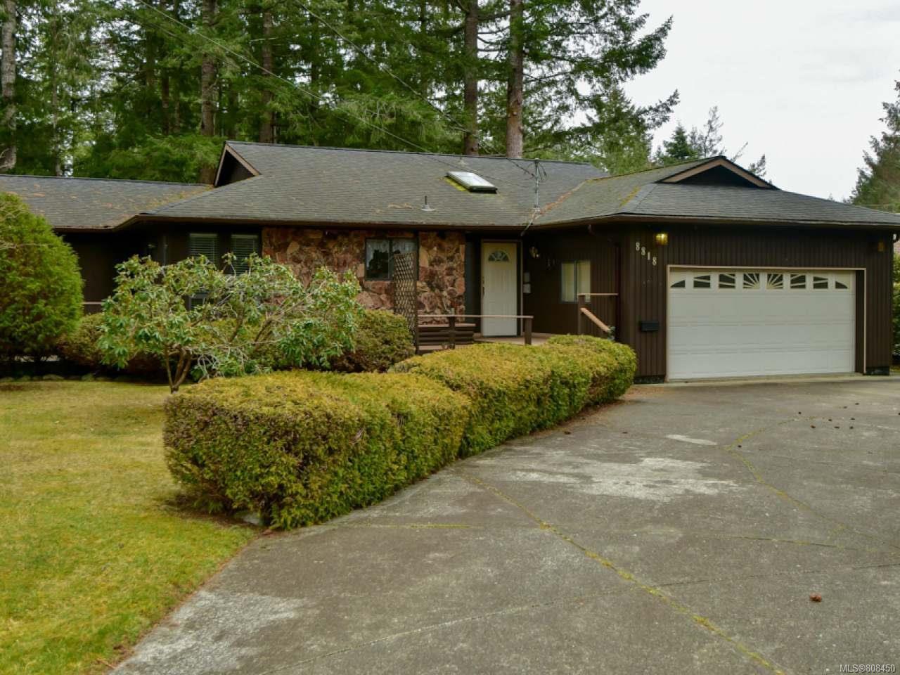 Main Photo: 8818 HENDERSON Avenue in BLACK CREEK: CV Merville Black Creek House for sale (Comox Valley)  : MLS®# 808450