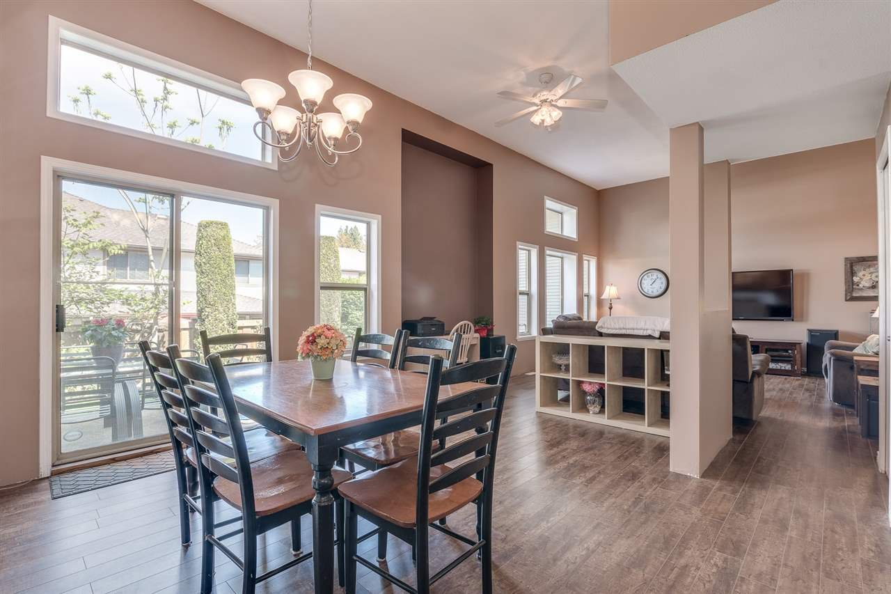 """Photo 2: Photos: 12 22280 124TH Street in Maple Ridge: West Central Townhouse for sale in """"Hillside Terrace"""" : MLS®# R2365433"""