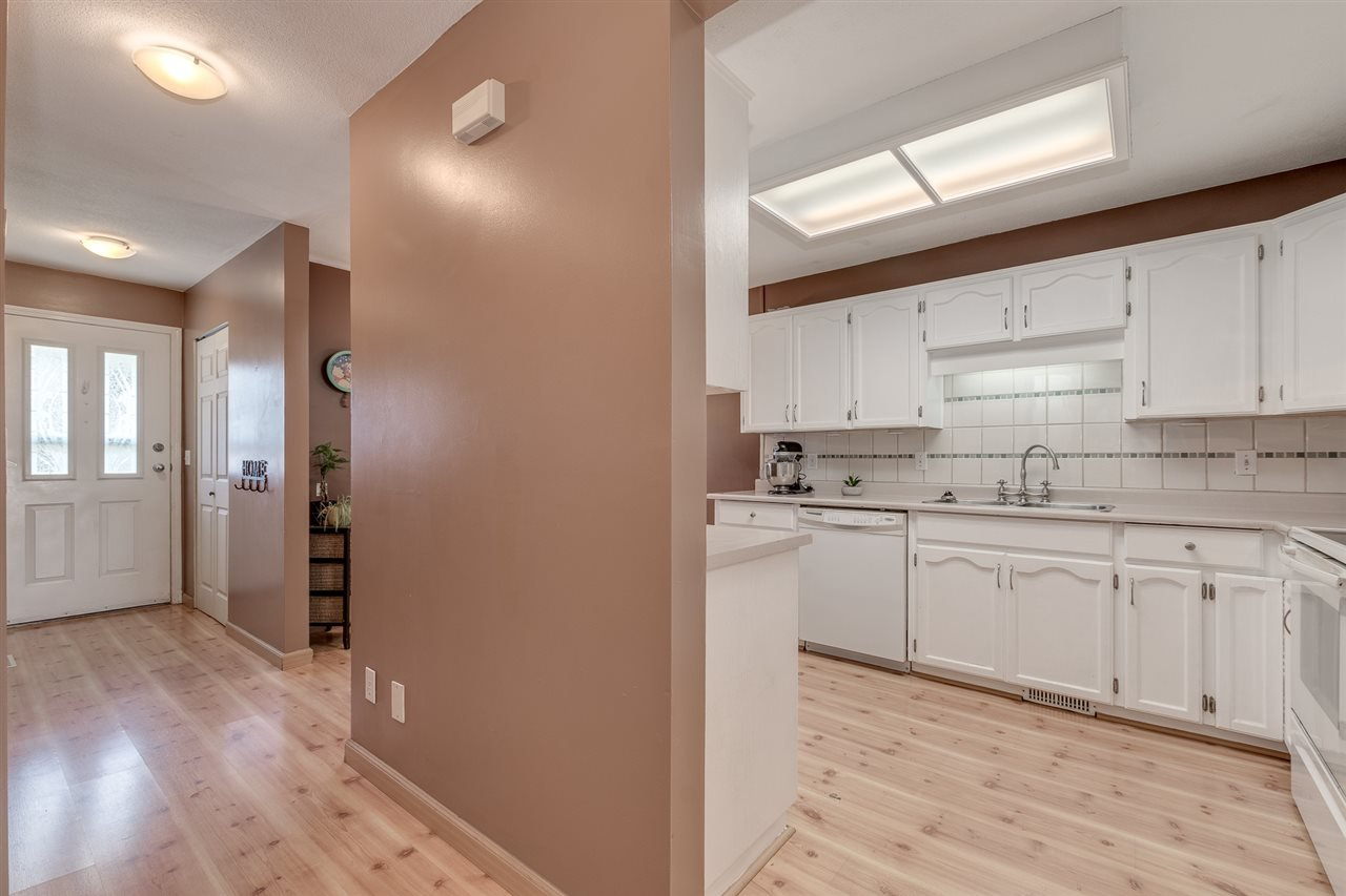 """Photo 13: Photos: 12 22280 124TH Street in Maple Ridge: West Central Townhouse for sale in """"Hillside Terrace"""" : MLS®# R2365433"""