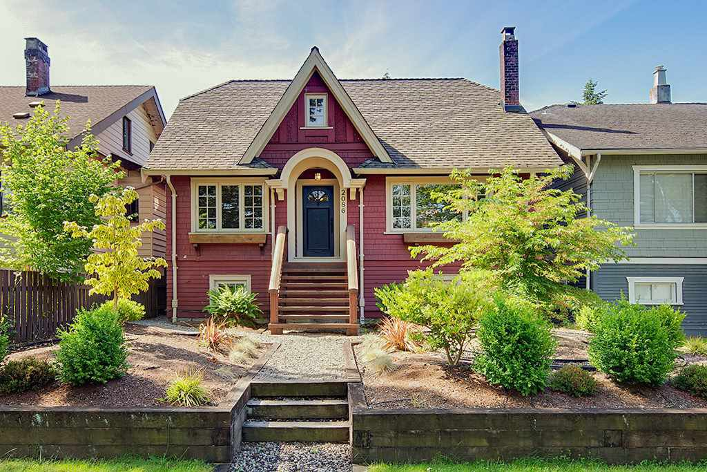 Main Photo: 2086 PARKER Street in Vancouver: Grandview Woodland House for sale (Vancouver East)  : MLS®# R2380539