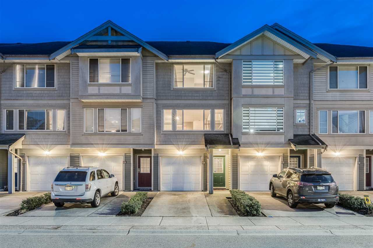 """Main Photo: 31 5388 201A Street in Langley: Langley City Townhouse for sale in """"The Courtyards"""" : MLS®# R2435142"""