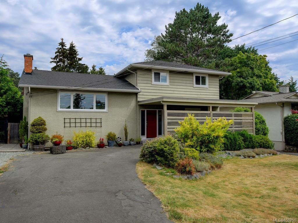 Main Photo: 982 Nicholson St in : SE Lake Hill Single Family Detached for sale (Saanich East)  : MLS®# 850751