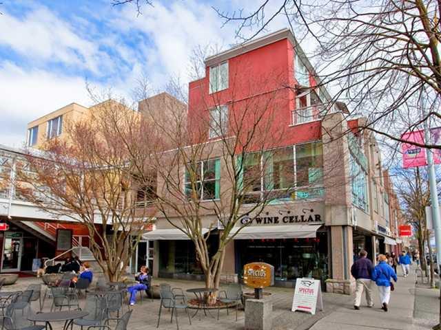 "Main Photo: 312 2255 W 4TH Avenue in Vancouver: Kitsilano Condo for sale in ""CAPERS"" (Vancouver West)  : MLS®# V883217"