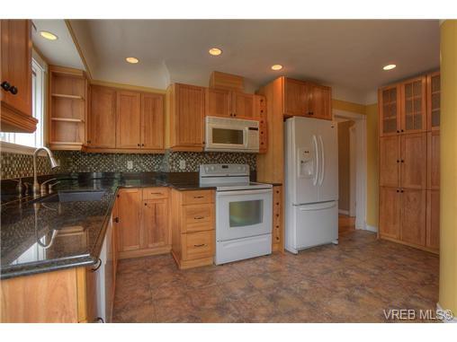Main Photo: 3097 Balfour Avenue in VICTORIA: Vi Burnside Single Family Detached for sale (Victoria)  : MLS®# 352091