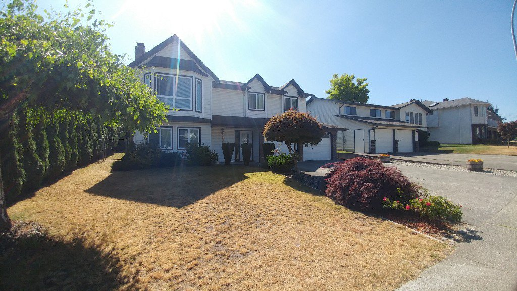 Main Photo: 3678 Qualicum St in Abbotsford: House for rent