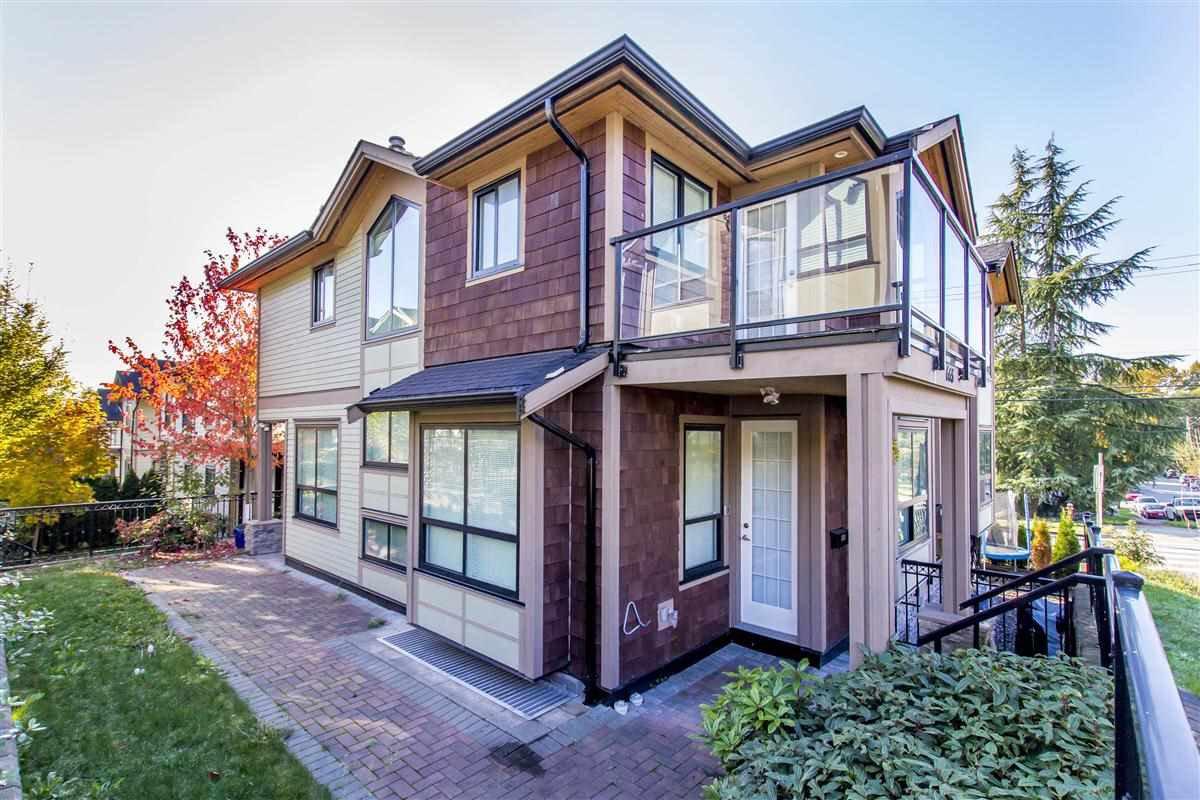 """Main Photo: 665 W 15TH Street in North Vancouver: Hamilton 1/2 Duplex for sale in """"HAMILTON"""" : MLS®# R2219477"""
