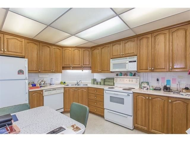 """Photo 6: Photos: 802 32440 SIMON Avenue in Abbotsford: Abbotsford West Condo for sale in """"Trethewey Tower"""" : MLS®# R2241198"""