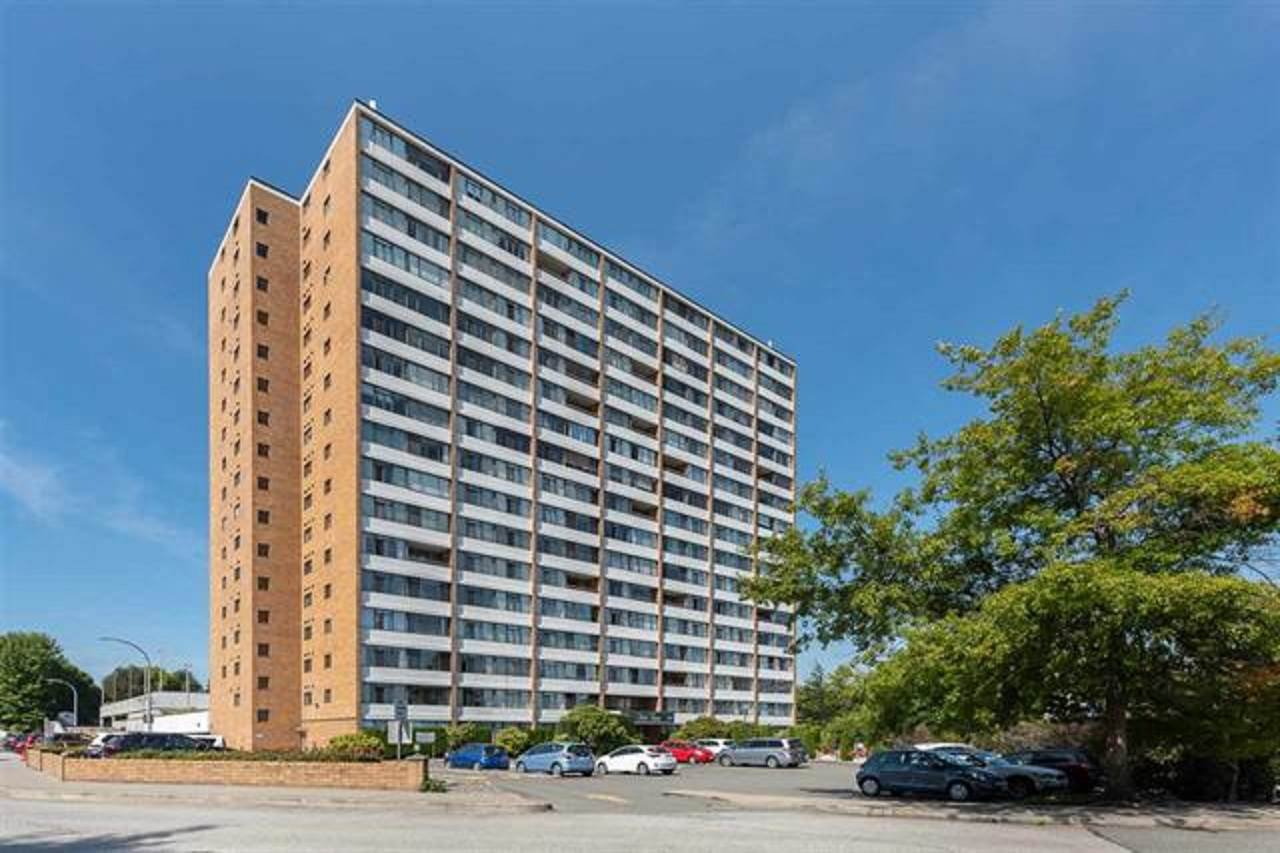 "Main Photo: 102 6651 MINORU Boulevard in Richmond: Brighouse Condo for sale in ""REGENCY PARK TOWERS"" : MLS®# R2373264"