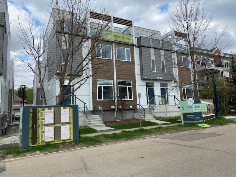 Main Photo:  in Edmonton: Zone 18 Townhouse for sale : MLS®# E4203238