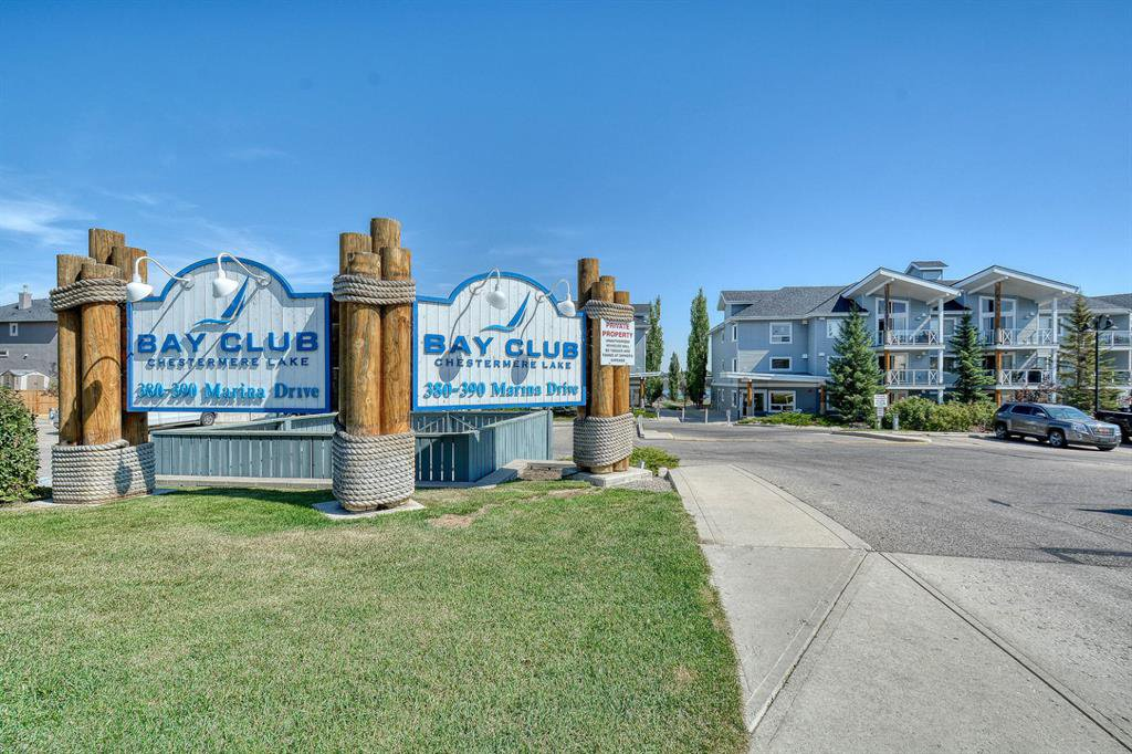 Welcome to the Bay club, only steps away from the Lake!