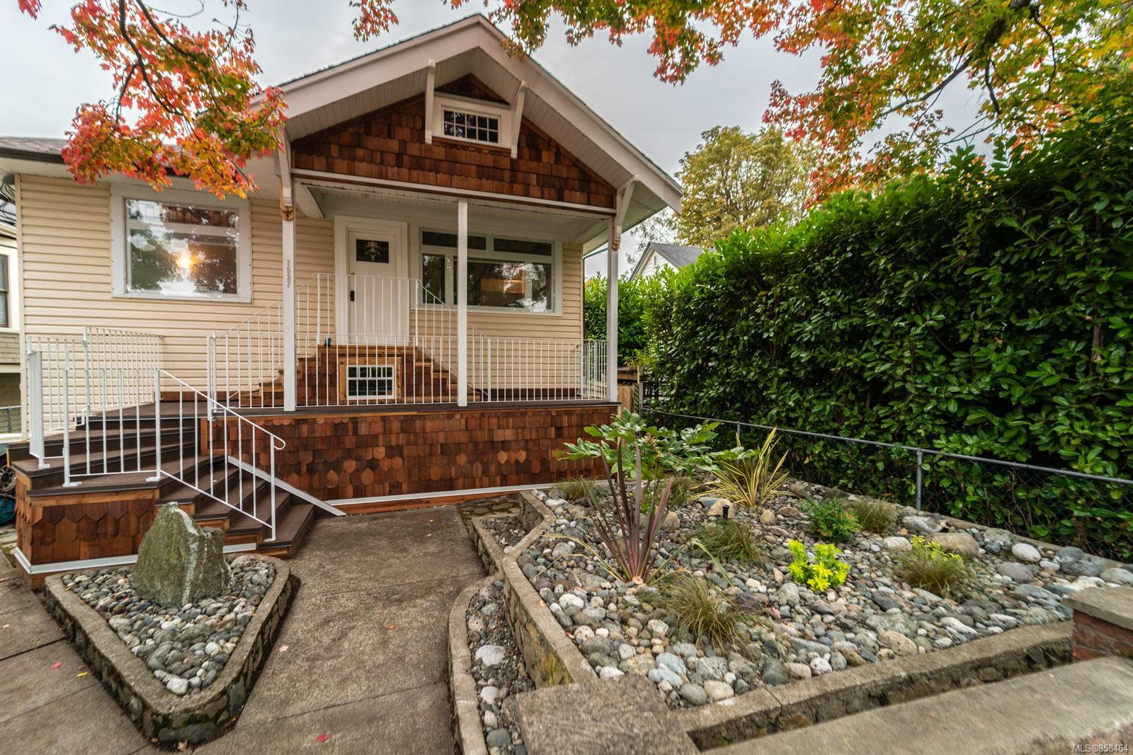 Main Photo: 1537 Bay St in : Vi Fernwood House for sale (Victoria)  : MLS®# 858464