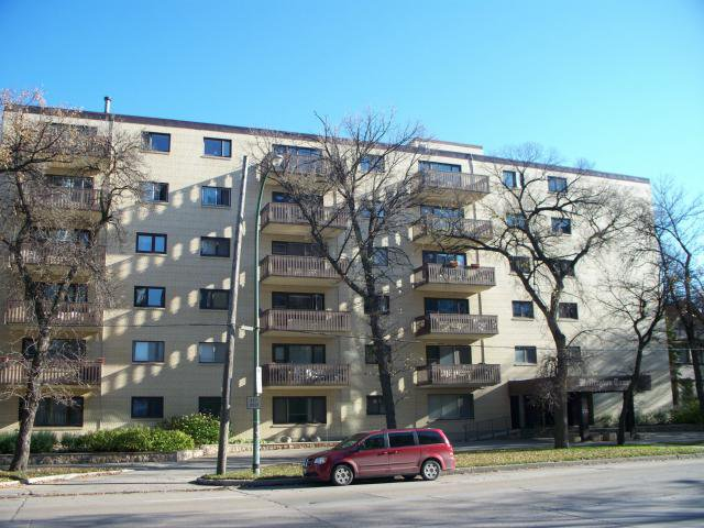 Main Photo: 250 Wellington Crescent in WINNIPEG: Fort Rouge / Crescentwood / Riverview Condominium for sale (South Winnipeg)  : MLS®# 1121398