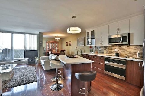 Main Photo: 13 35 Ormskirk Avenue in Toronto: High Park-Swansea Condo for sale (Toronto W01)  : MLS®# W2871950
