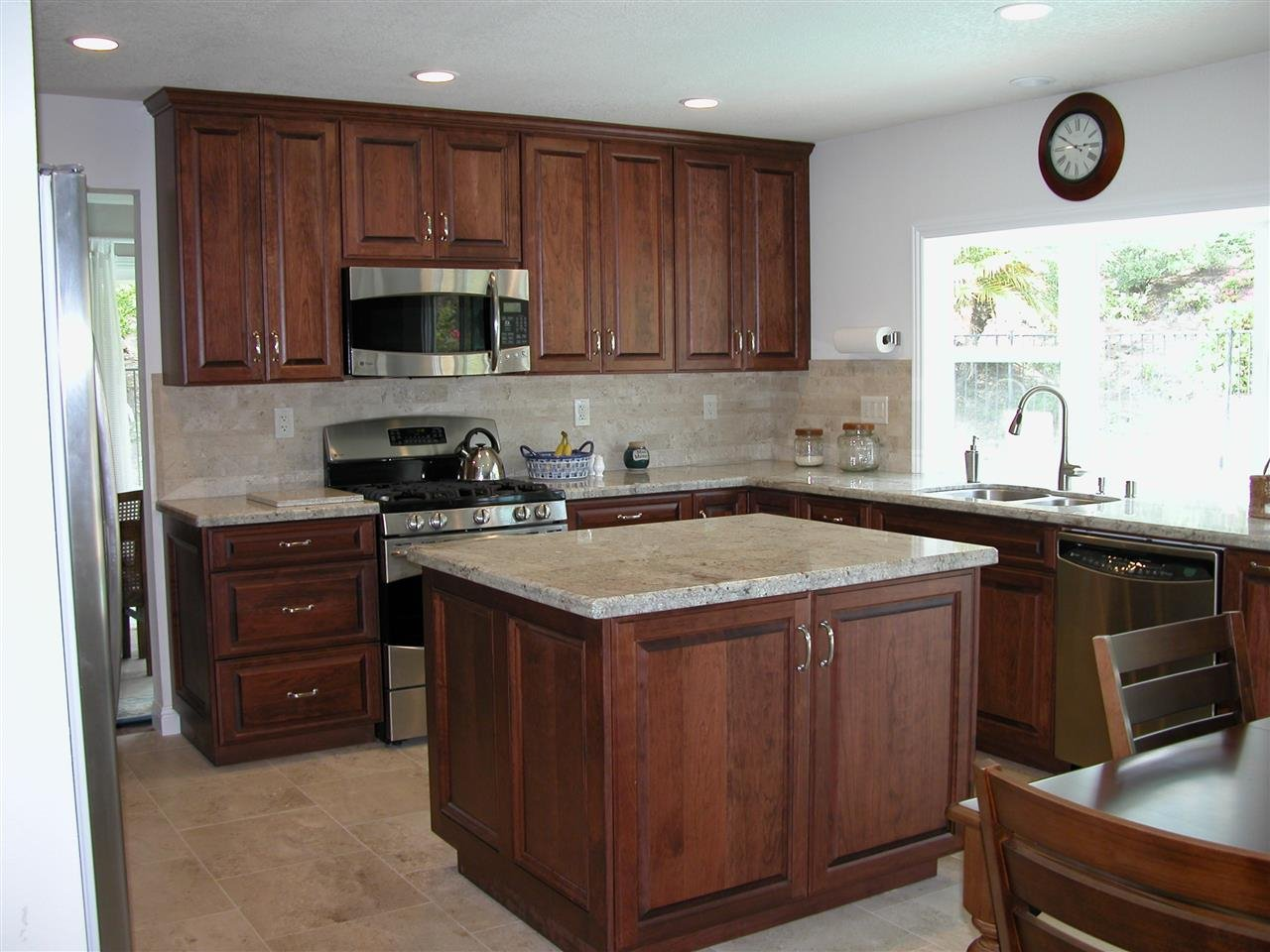 Photo 9: Photos: VISTA House for sale : 4 bedrooms : 1146 Countrywood Lane