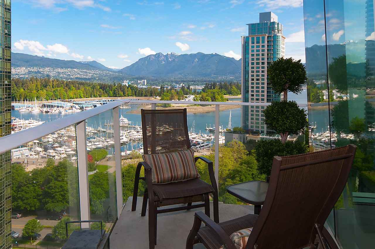 """Photo 16: Photos: 1501 1277 MELVILLE Street in Vancouver: Coal Harbour Condo for sale in """"FLATIRON"""" (Vancouver West)  : MLS®# R2066821"""