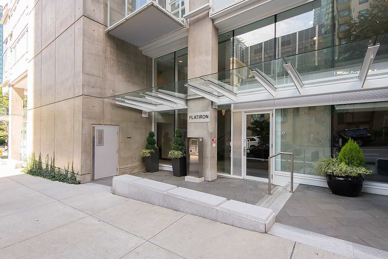 """Photo 2: Photos: 1501 1277 MELVILLE Street in Vancouver: Coal Harbour Condo for sale in """"FLATIRON"""" (Vancouver West)  : MLS®# R2066821"""