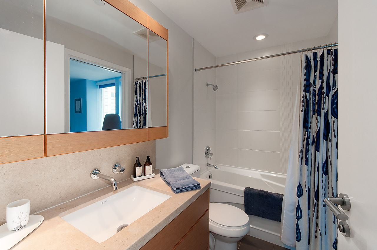 """Photo 14: Photos: 1501 1277 MELVILLE Street in Vancouver: Coal Harbour Condo for sale in """"FLATIRON"""" (Vancouver West)  : MLS®# R2066821"""