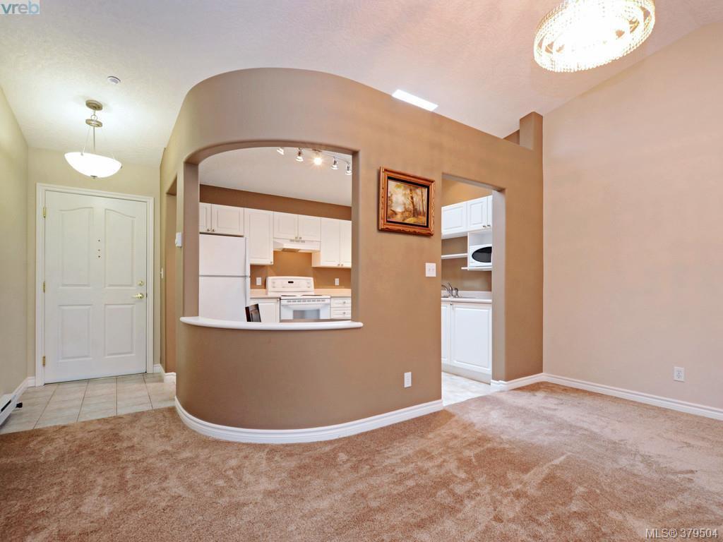 Main Photo: 402 606 Goldstream Ave in VICTORIA: La Fairway Condo for sale (Langford)  : MLS®# 762139