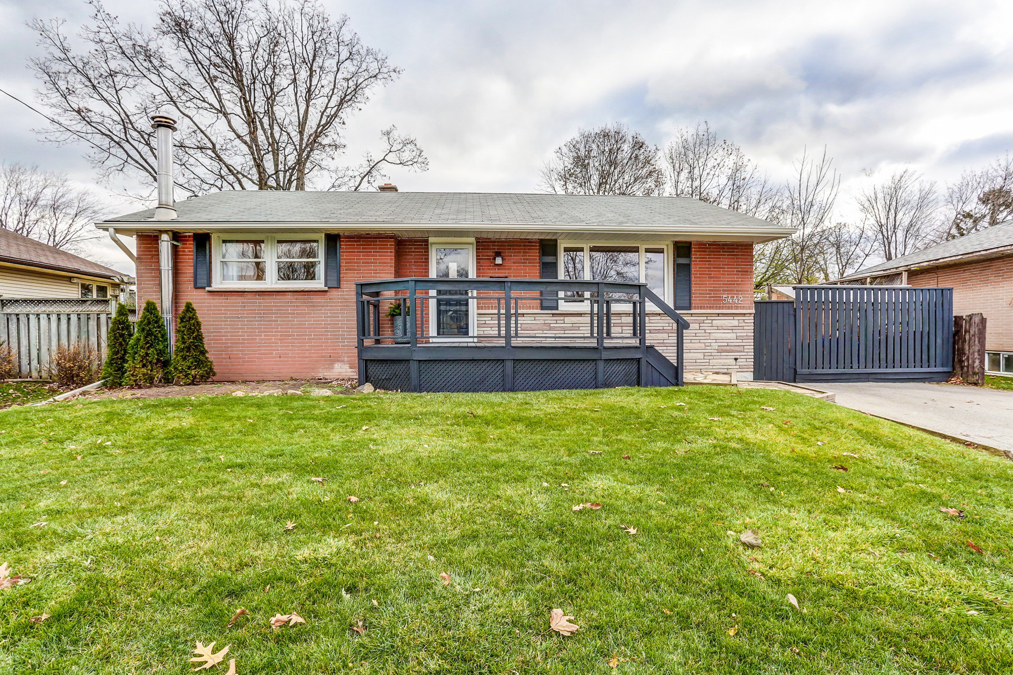 Main Photo: 5442 Anthony Place in Burlington: Appleby House (Bungalow) for sale : MLS®# W4030289