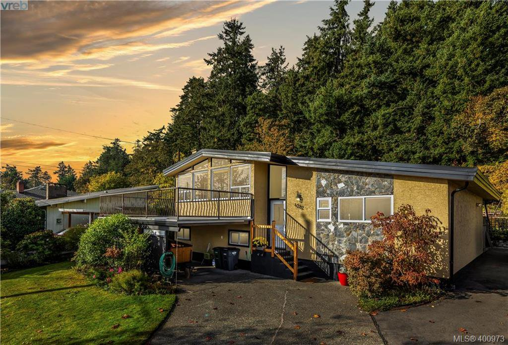 Main Photo: 4282 Parkside Cres in VICTORIA: SE Mt Doug Single Family Detached for sale (Saanich East)  : MLS®# 799976