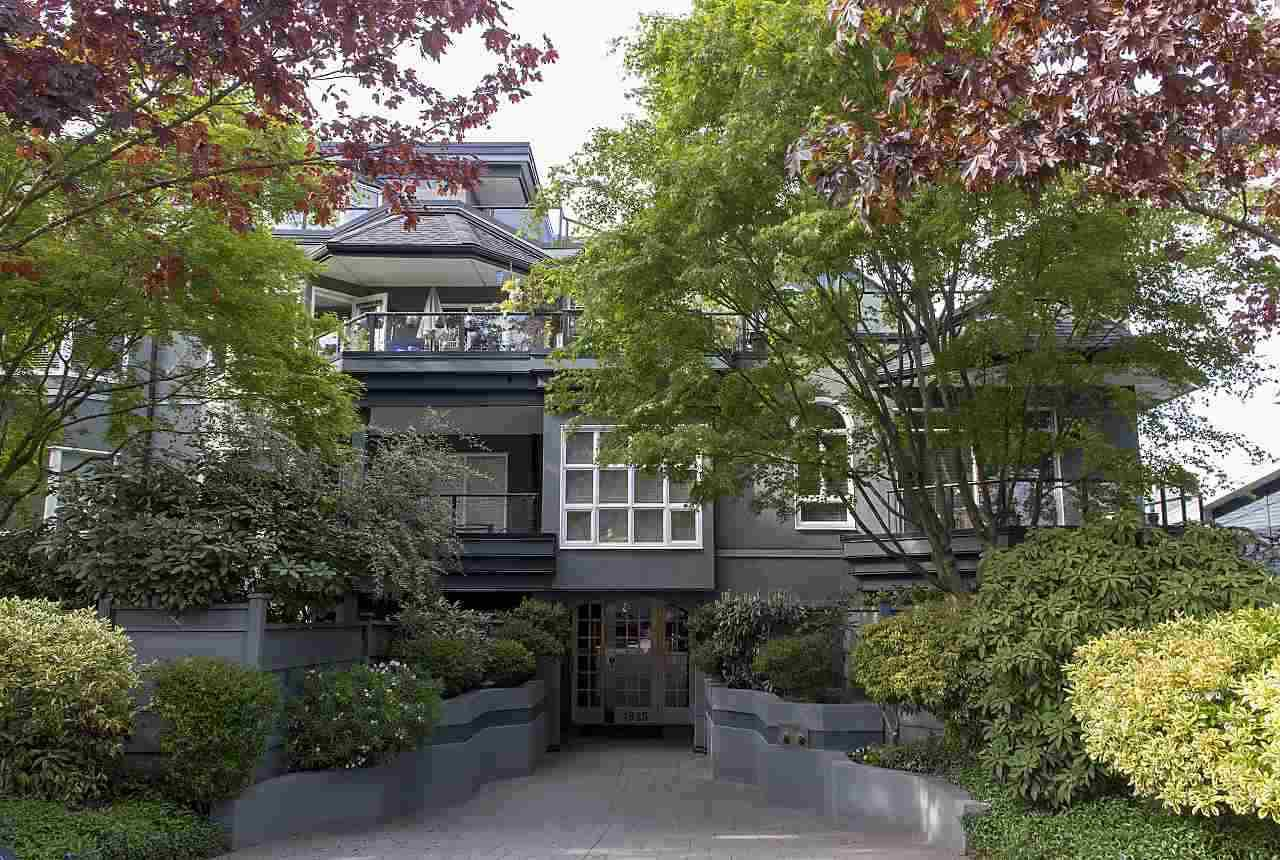 "Main Photo: 102 1925 W 2ND Avenue in Vancouver: Kitsilano Condo for sale in ""WINDGATE BEACHSIDE"" (Vancouver West)  : MLS®# R2433264"