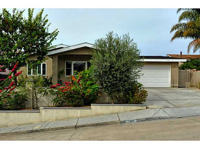 Main Photo: BAY PARK House for sale : 4 bedrooms : 1352 Dorcas Street in San Diego