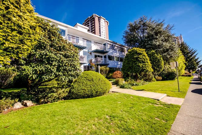 "Main Photo: 2 1450 CHESTERFIELD Avenue in North Vancouver: Central Lonsdale Condo for sale in ""MOUNTAINVIEW"" : MLS®# R2051749"