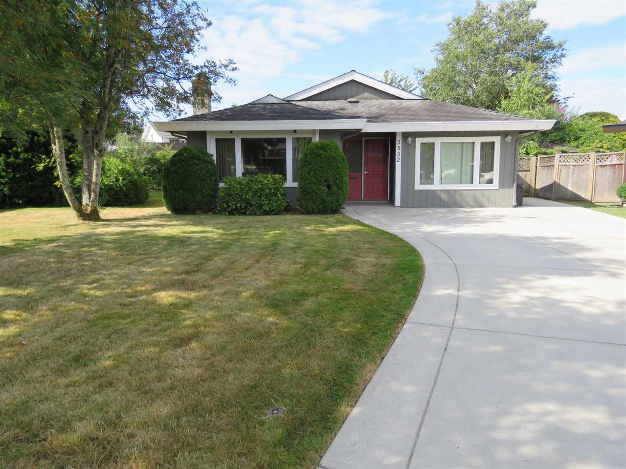 Main Photo: 5532 46 Avenue in Delta: Delta Manor House for sale (Ladner)  : MLS®# R2186671