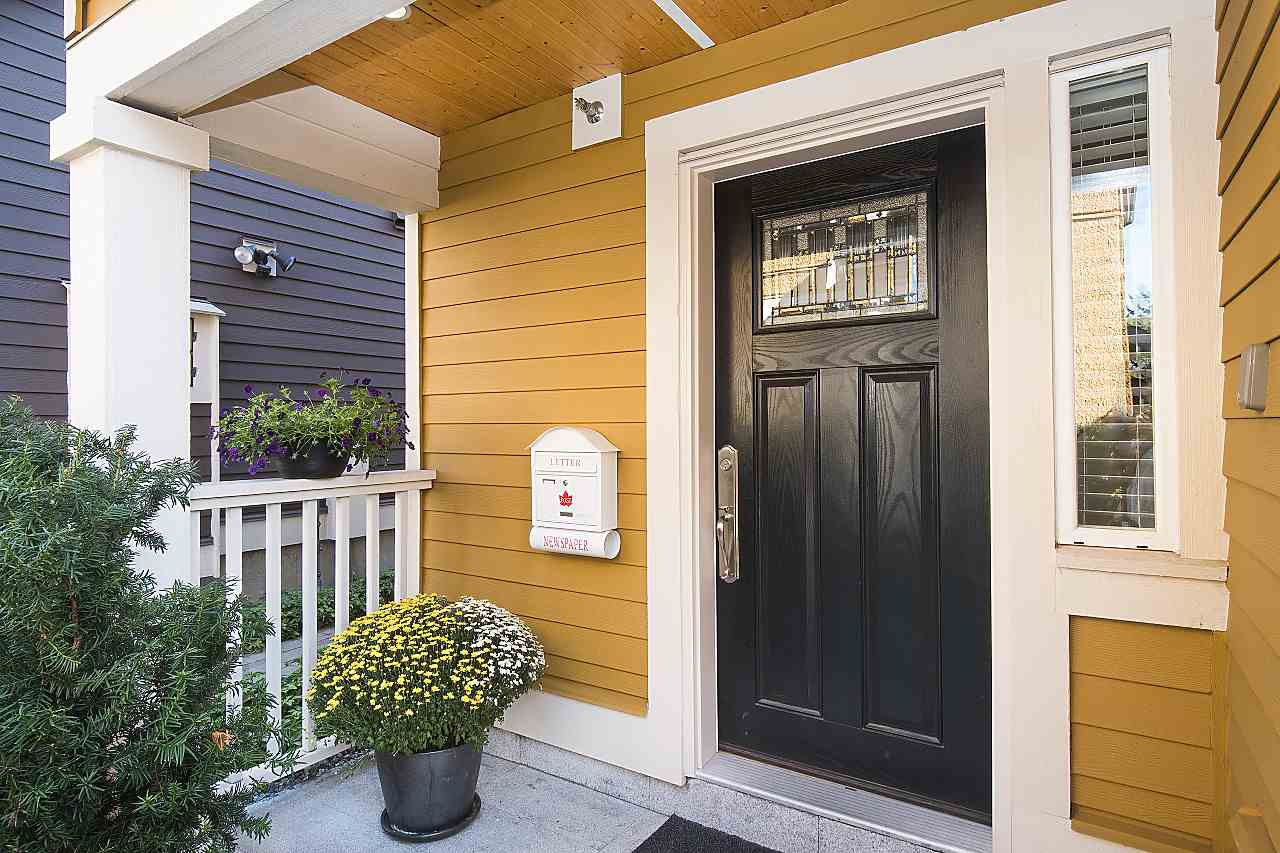 Photo 2: Photos: 1172 E KING EDWARD Avenue in Vancouver: Knight Townhouse for sale (Vancouver East)  : MLS®# R2207116